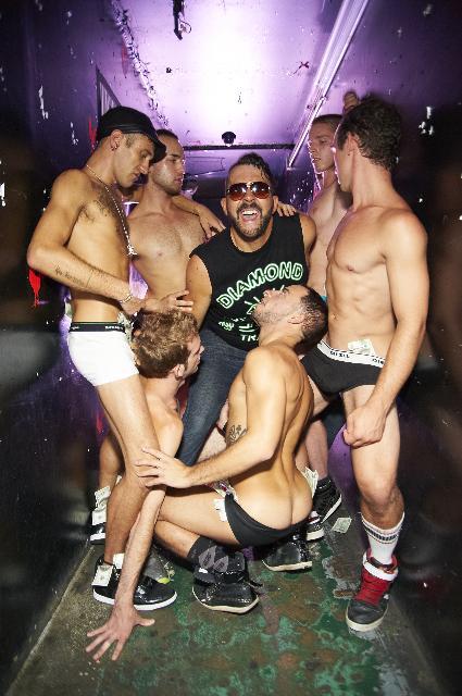 Tranny bi sexual orgy