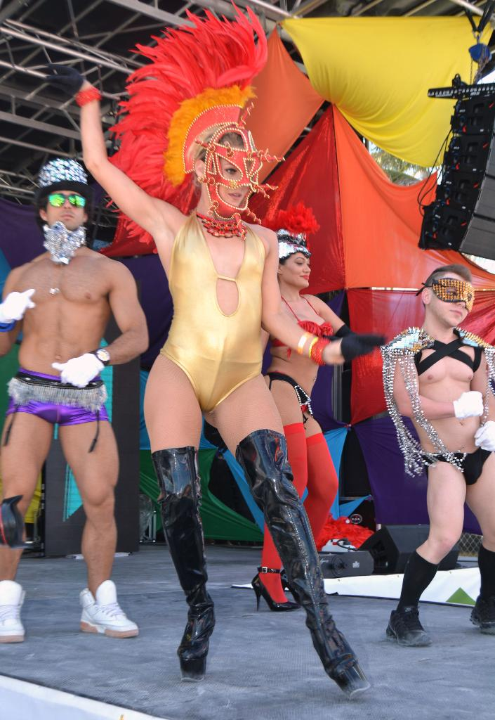 famous gay entertainers