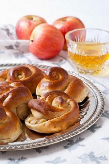 Apple and Honey Challah Rolls